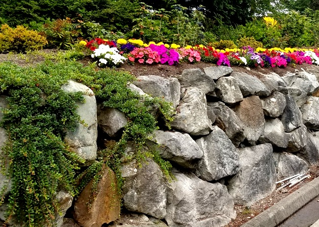 We Build Rock Retaining Walls for Residential and Commercial Projects